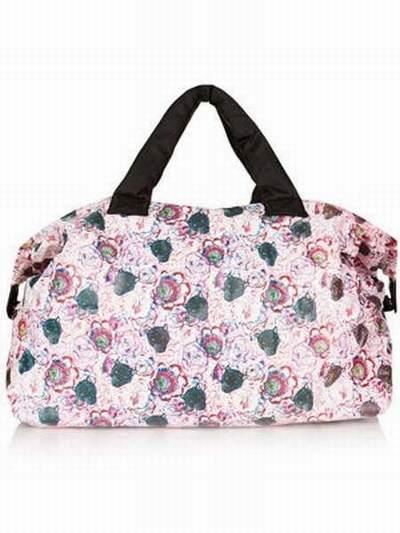 fabriquer un sac de voyage sac de voyage lulu castagnette rose. Black Bedroom Furniture Sets. Home Design Ideas